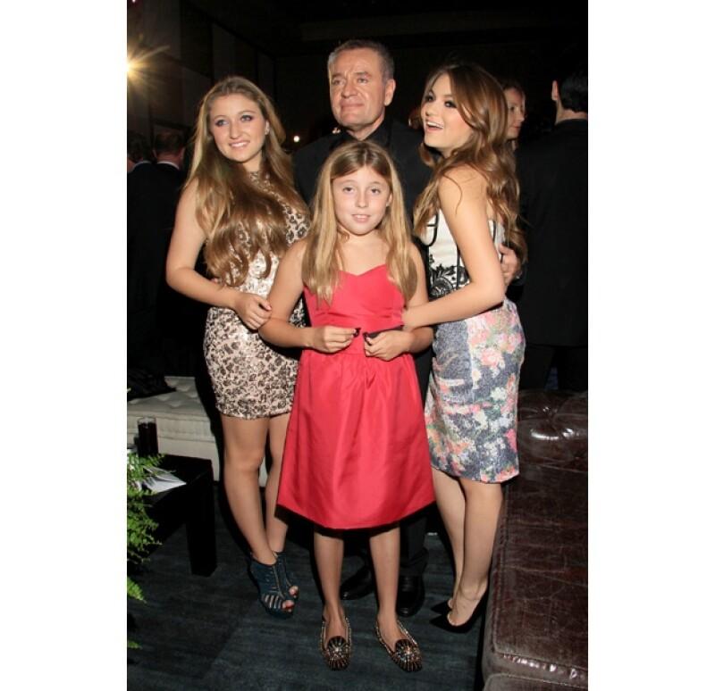 """Sofía, Fernanda y Regina Castro acudieron a la presentación de """"La Malquerida"""", telenovela producida por su papá """"El Güero"""" Castro"""" a quien acompañaron en su gran noche."""