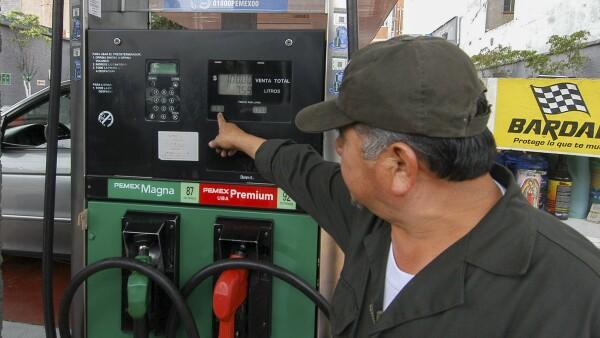 La gasolina Magna y Premium registrarán aumentos para julio, reportó Hacienda.