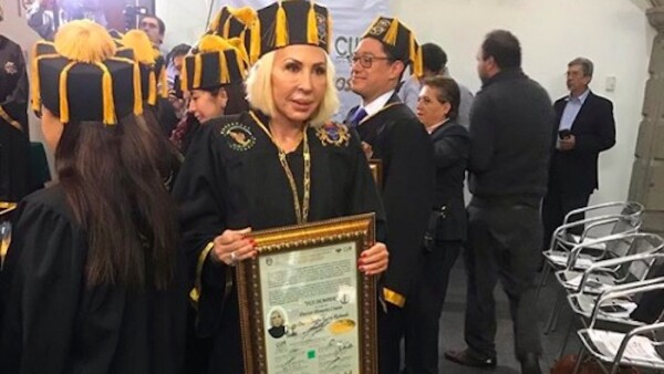 Laura-Bozzo-honoris-causa.jpg