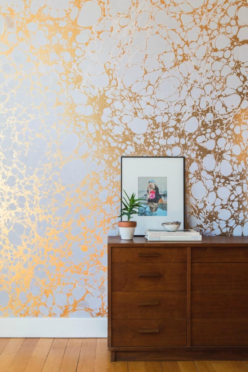Wallpaper con toques gold.