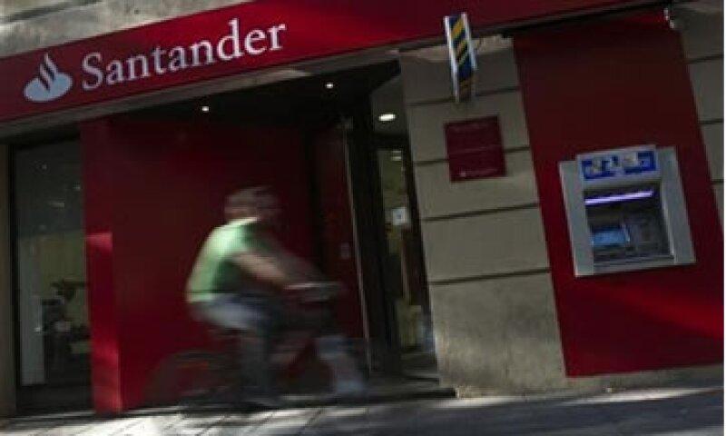 Santander dijo que tenía deuda soberana por 36,500 mde a finales de junio.  (Foto: Reuters)