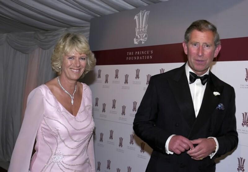 Tres años después de la muerte de Diana, la pareja comenzó a ser vista públicamente.