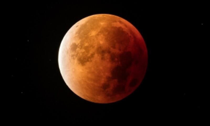 Así se vio la superluna roja en el hemisferio norte. (Foto: Getty Images)