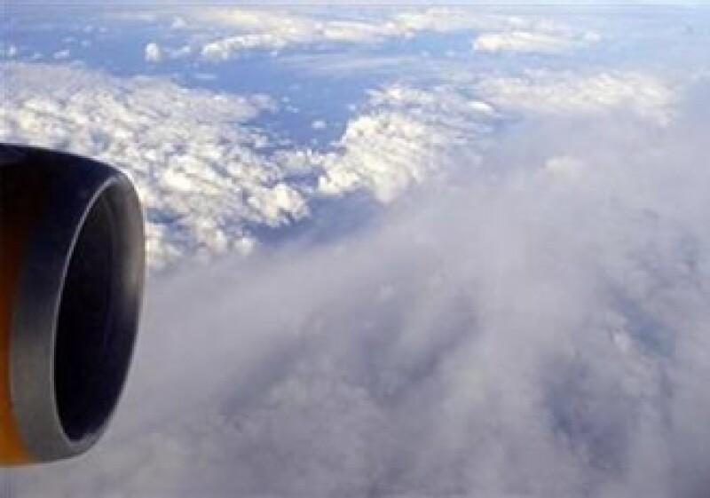 Las autoridades de la Unión Europea acordaron suavizar las restricciones a los vuelos sobre Europa. (Foto: Reuters)