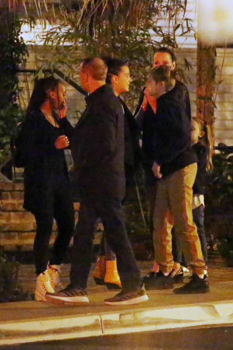 Millie Bobby Brown, Shiloh y Zahara  Jolie-Pitt