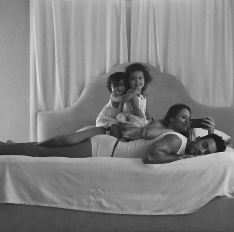 ¿Qué mejor manera de despertar que la de Aarón Díaz? No es novedad que familia Díaz Ponce nos robe el corazón con sus tiernos momentos en familia pero esta fotografía los superó.