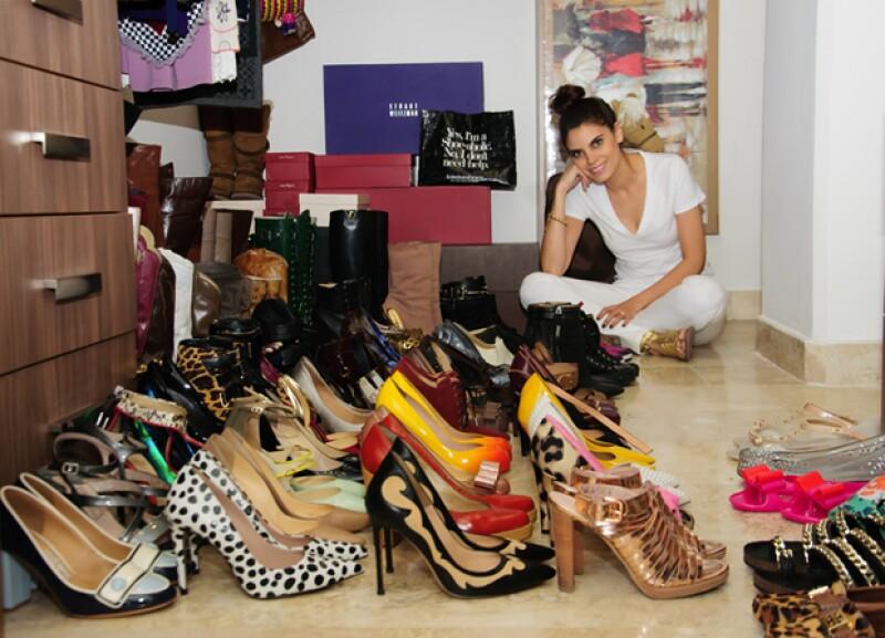 La guapa tapatía nos abrió las puertas de su casa y nos enseñó su colección envidiable de zapatos. Conoce cuales son sus top 5 y los secretos de su #ShoeAddiction.