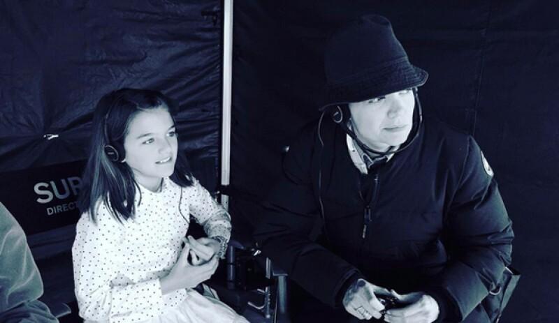 La actriz, quien siempre ha cuidado de no mostrar a su hija, decidió ahora compartir con sus seguidores una imagen en la que vemos a la pequeña acompañándola en el set.