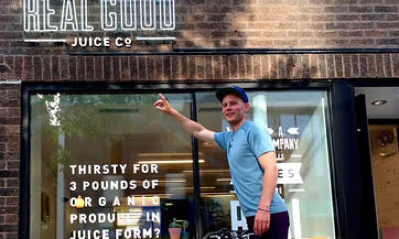 El jóven Schiff opera su bar de jugos y espera abrir otras unidades. (Foto: Tomada de CNNMoney )