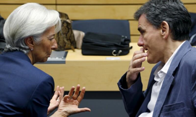 La directora del FMI, Christine Lagarde, ha tenido encuentros con el ministro de Finanzas griego, Euclid Tsakalotos, este mes. (Foto: Reuters)