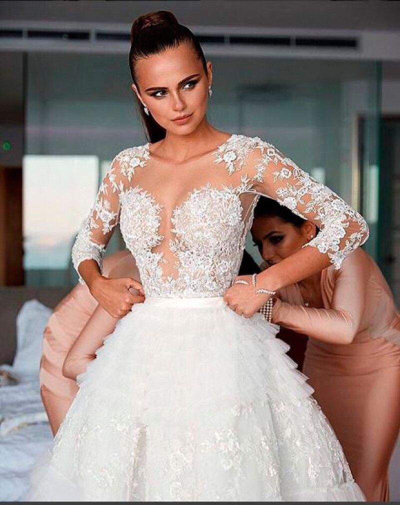 La guapa novia compartióf otos de su espectacular boda.