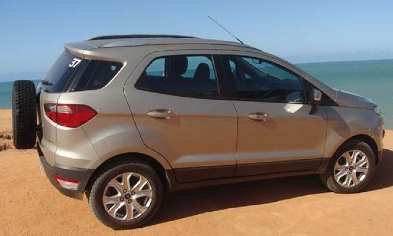 El vehículo ofrece un estilo deportivo con una buena aerodinámica que busca contribuir en la eficiencia.