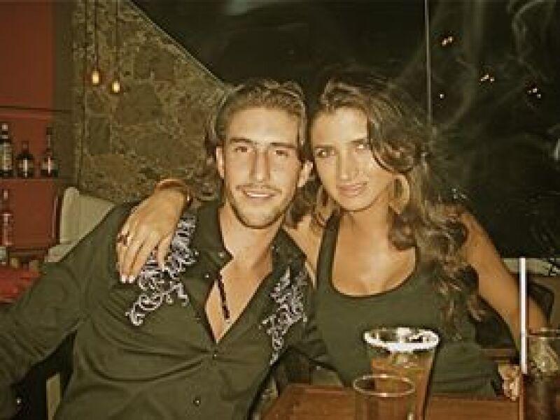 La ex RBD ha sido vista últimamente acompañada de Anuar Name, mientras el joven empresario sale con Alejandra Gómez Sainz; lo curioso es que sus nuevas parejas mantuvieron un noviazgo hace unos años.