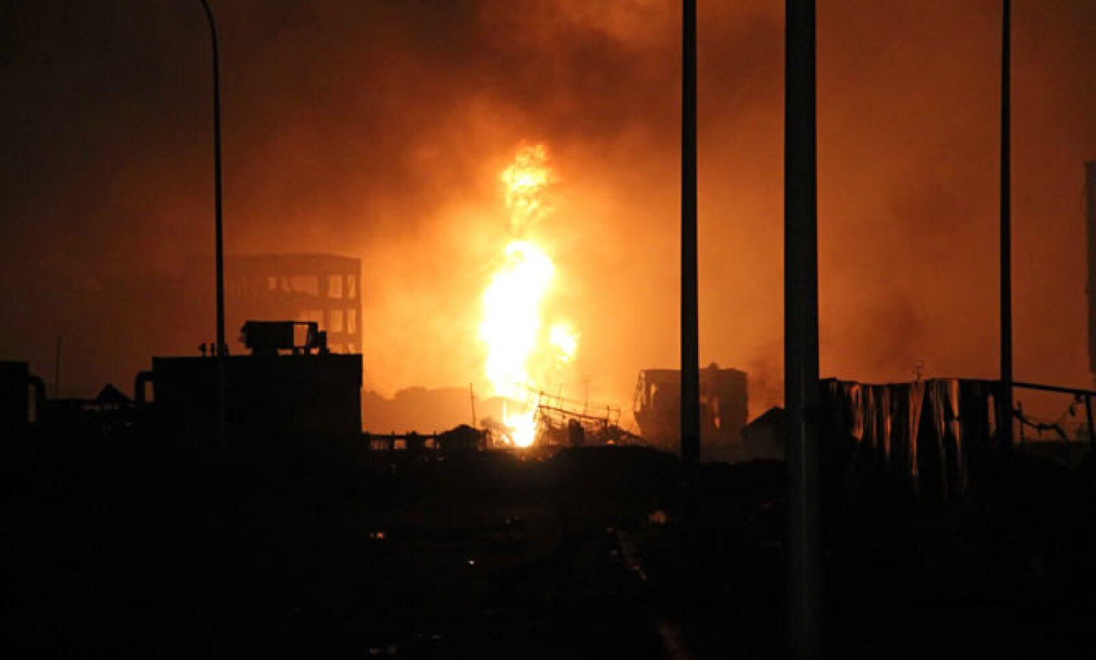 La bola de fuego alcanzó hasta 100 metros de altura, según pobladores.