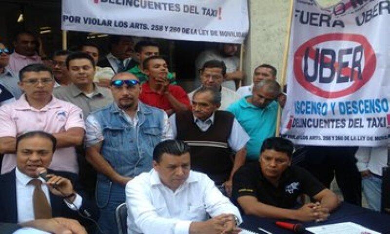 Dirigentes de las asociaciones de taxistas organizados en el DF protestan contra Uber y Cabify. (Foto: Gabriela Chávez )