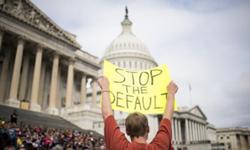 El desacuerdo entre los partidos provocó rechazo por parte de los ciudadanos y trabajadores no esenciales que tuvieron un descanso obligatorio. (Foto: Getty Images)