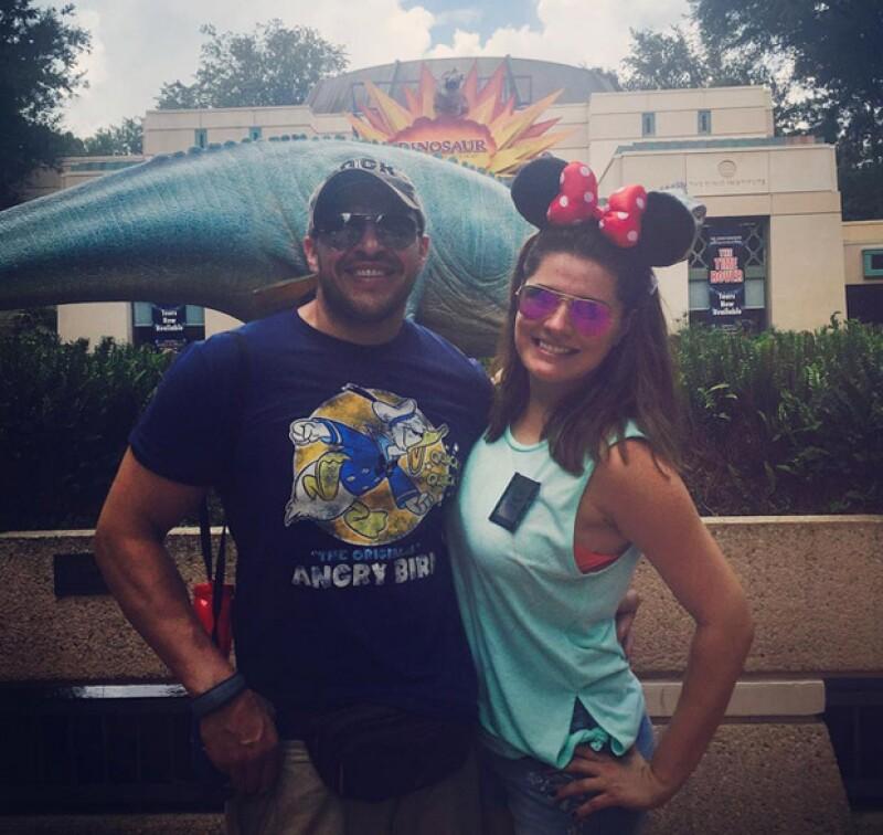 Ale y su novio Mario en sus recientes vacaciones por Orlando, Florida.