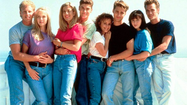 Este domingo se cumplieron 25 años del estreno de la famosa serie juvenil de los 90, ¡seguro la viste! Por ello te presentamos algunas razones por las que seguramente te gustaría verla de nuevo.