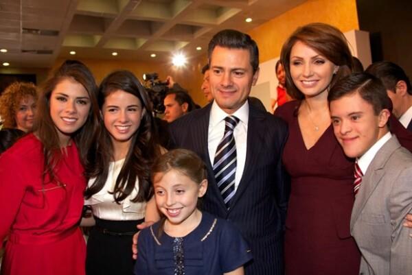 Paulina Peña, Nicole Peña, Regina Castro y Enrique Peña Nieto.