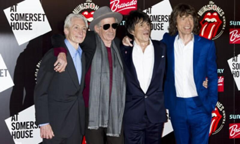 El libro The Rolling Stones: 50 contiene 700 fotografías de la banda desde sus inicios.