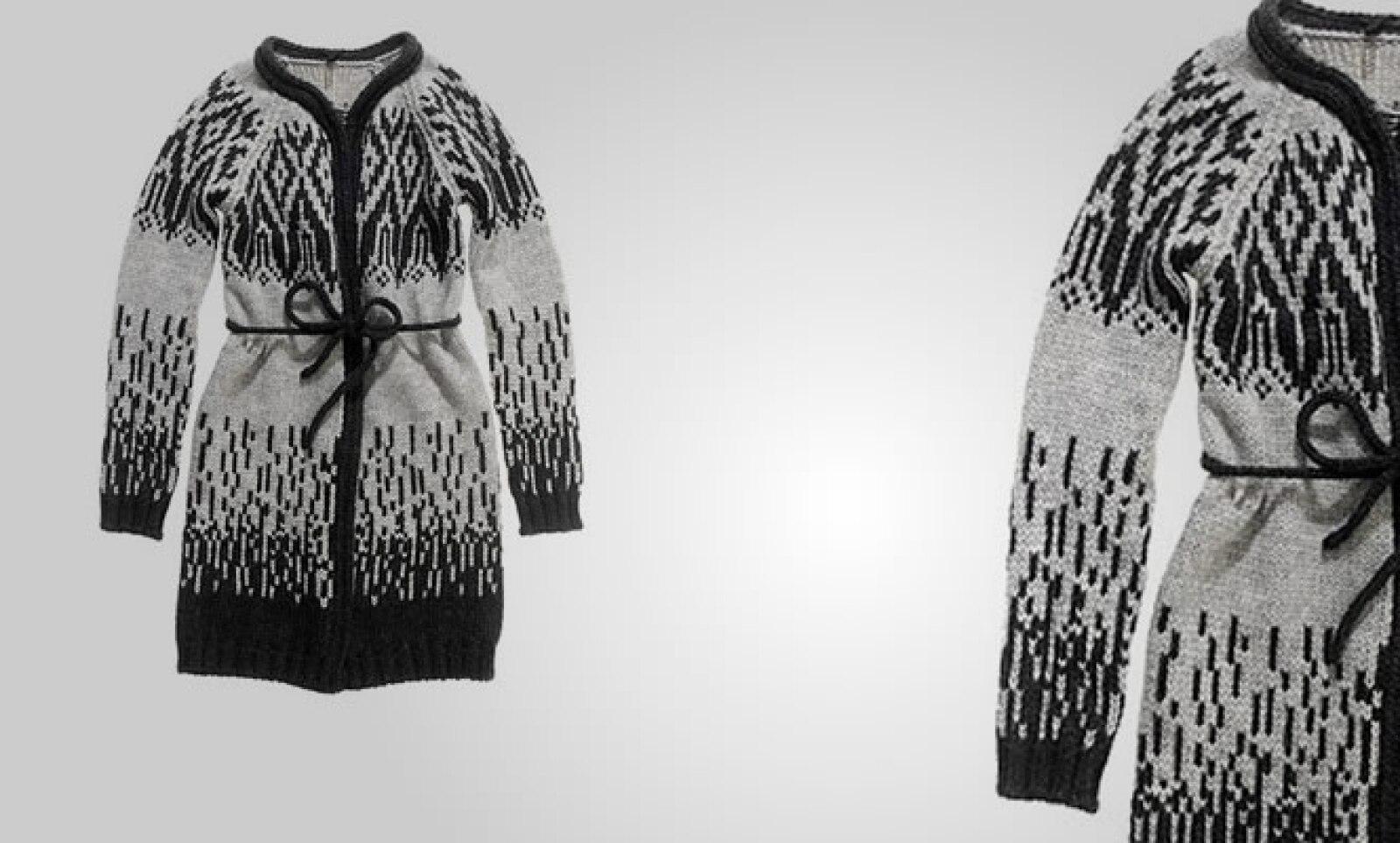 La casa de moda presentó su colección para el otoño invierno 2011, en donde predominan los colores pastel y tonos neutros.