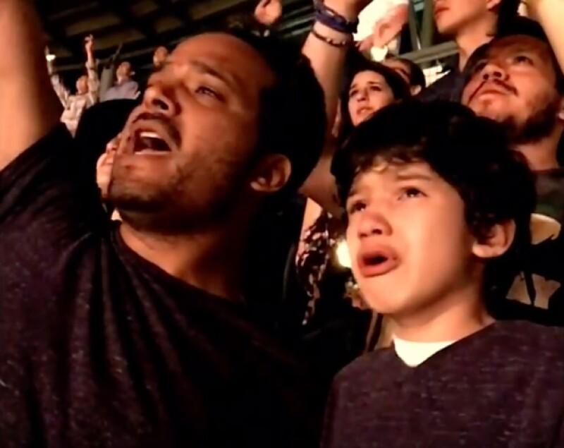 Luis Vázquez con su hijo en concierto de Coldplay en México.