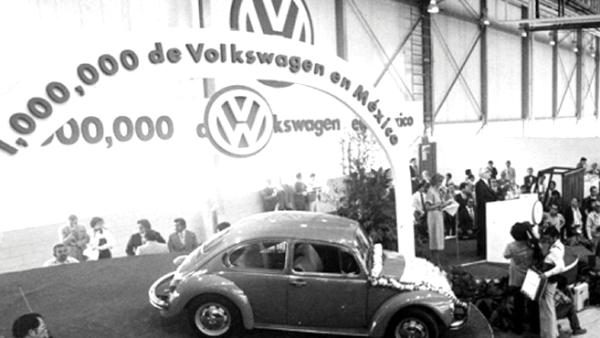 En 1990 VW de M�xico celebr� la producci�n del primer mill�n de sedanes