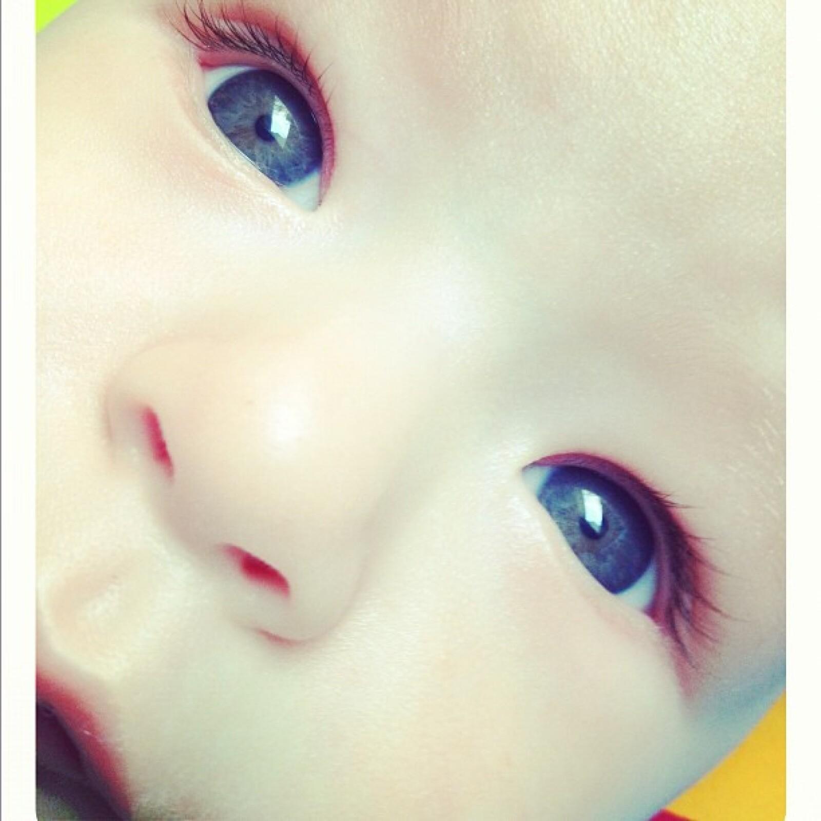 Los ojos del pequeño Mateo.