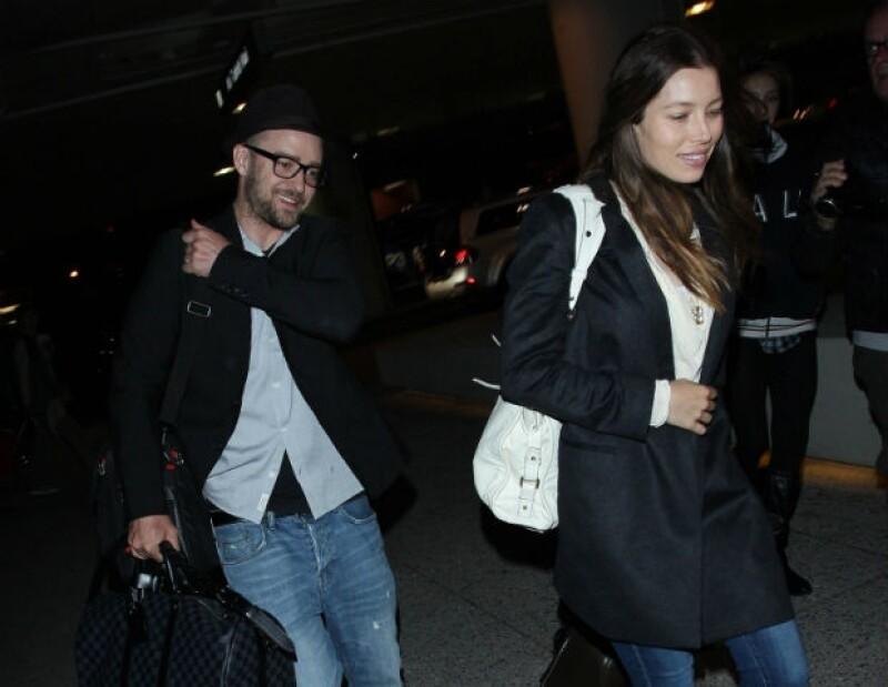 Después de los rumores de infidelidad por su parte, el cantante compartió por primera vez una foto donde aparece con su esposa en Nueva Zelanda.