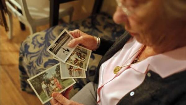 muestra fotos de su familia