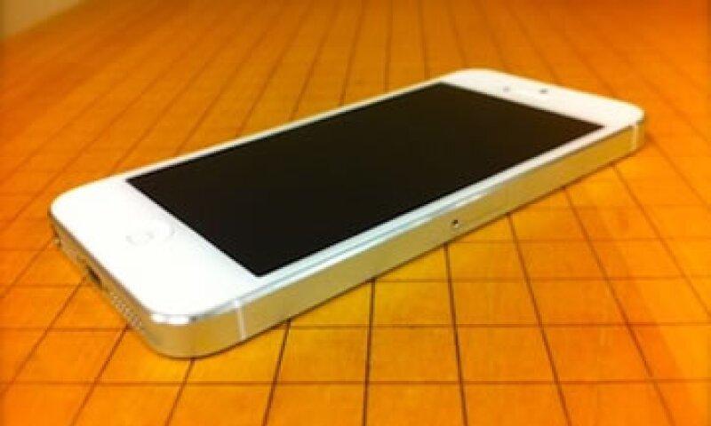 La batería del iPhone 5 tiene una duración de entre 8 y 10 horas.  (Foto: Cortesía Fortune)