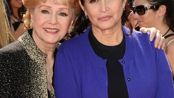 Debbie Reynolds y Carrie Fisher en los Emmy 2011