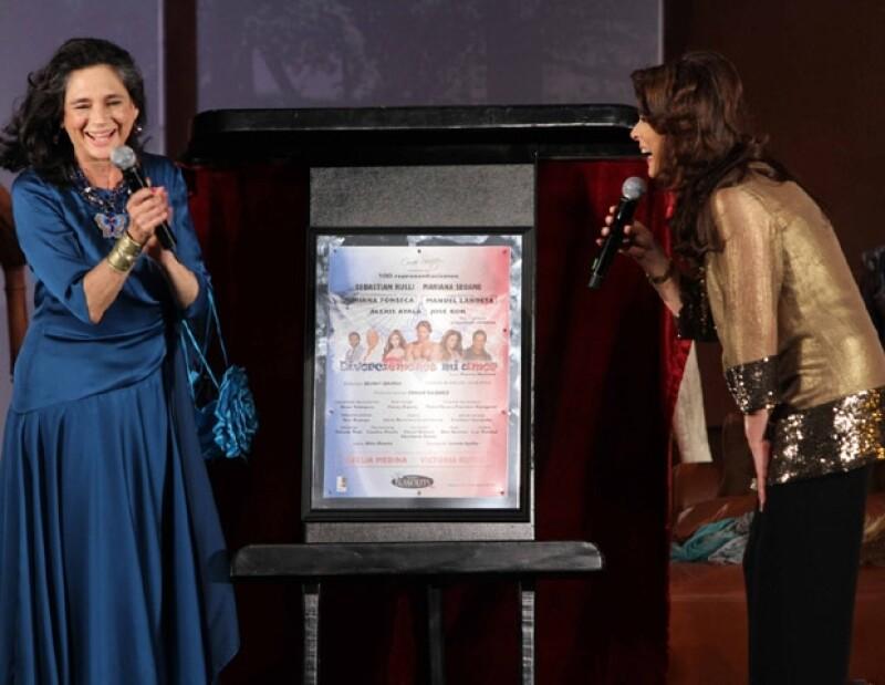 Ofelia Medina y Victoria Ruffo fueron las madrinas de las 100 representaciones de la obra DIvorciémonos Mi Amor.