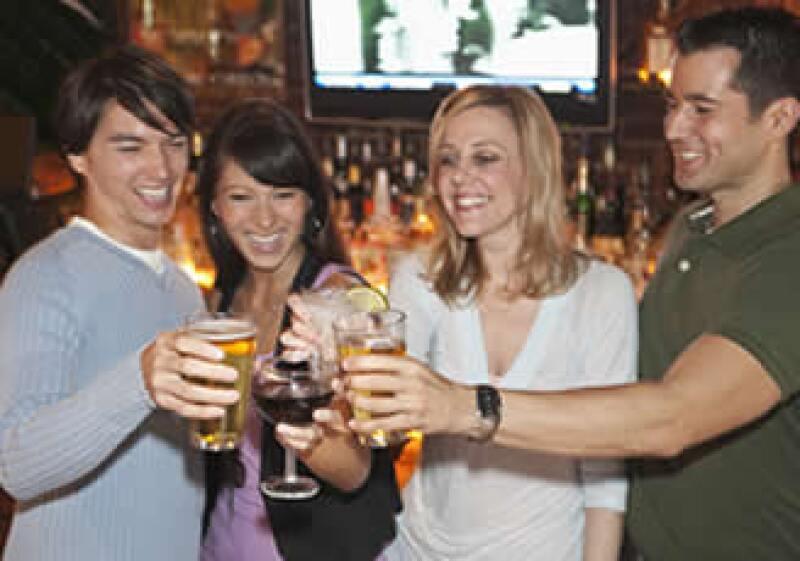 Los bares arman paquetes que incluyen comida y cervezas, refrescos y otras bebidas.  (Foto: Photos to Go)