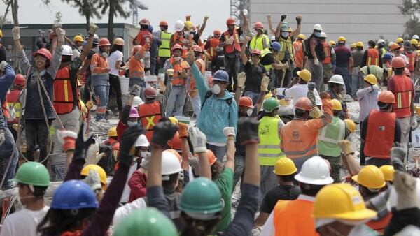 rescatistas y voluntarios