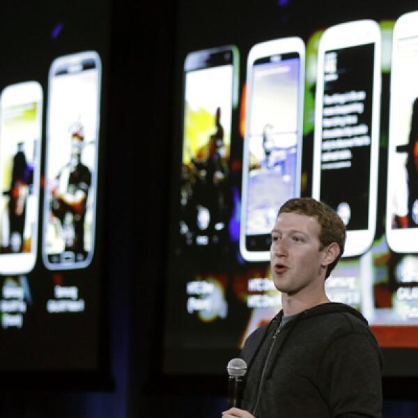 Las 'Chat heads' en Facebook Home permiten que los mensajes se mantengan como un círculo en la esquina superior derecha.