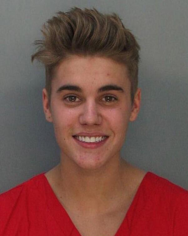 Justin Bieber fue detenido por conducir bajo los efectos de alcohol y drogas.
