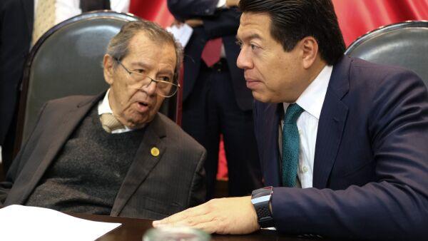 El diputado Porfirio Muñoz Ledo y el diputado Mario Delgado, coordinador de Morena en la Cámara de Diputados, durante la Sesión de la Comisión Permanente.