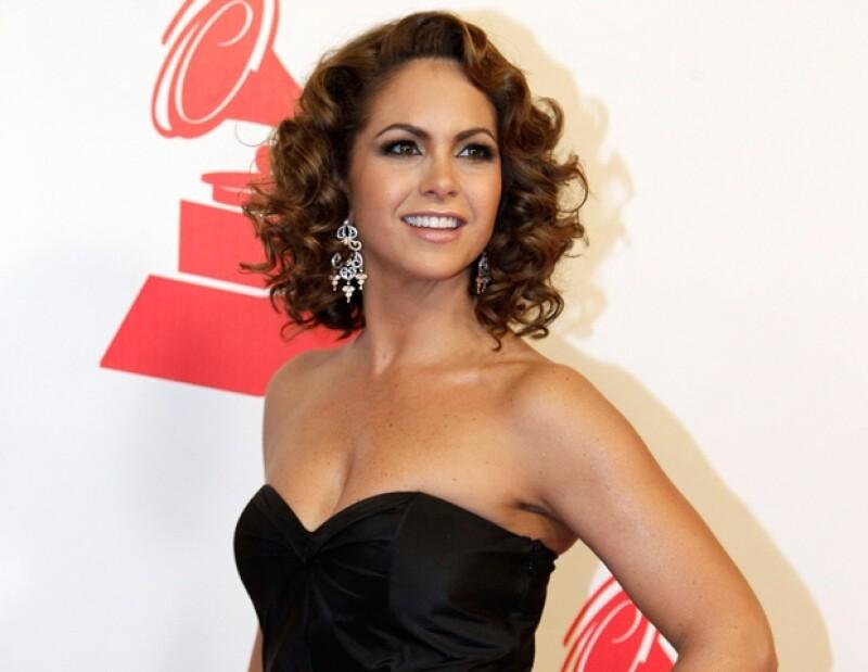 """""""La novia de América"""" y su ex esposo, Mijares, tomaron la decisión de separarse de manera amistosa, el 4 de marzo del 2011."""