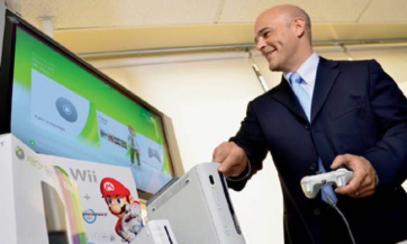 Con las tiendas de videojuegos GameRush y programas piloto para un servicio de descarga de películas vía web y otro de entrega a domicilio, Edward Argüelles, director de Blockbuster México, se prepara para enfrentar la llegada de servicios como Netflix. (