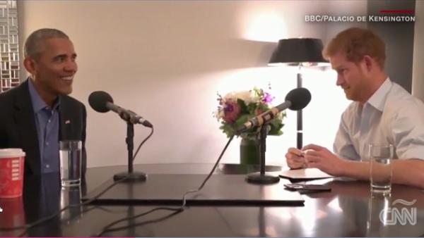 Obama y el príncipe Enrique bromean durante entrevista