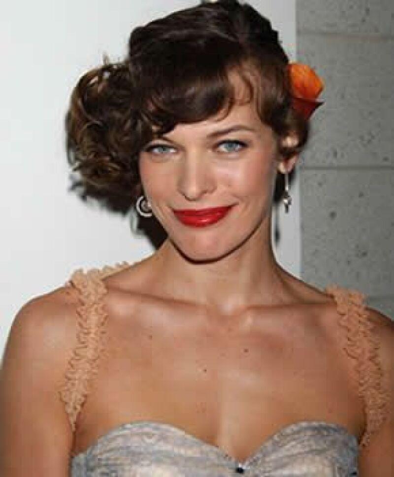 La modelo y actriz de Resident Evil cumplirá años mañana y su tercera boda ya está en puerta.