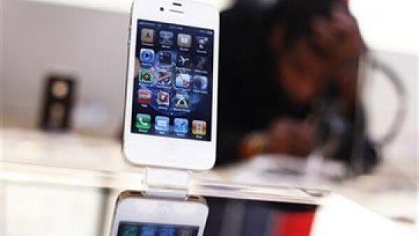 La portavoz de Apple dijo que los competidores debían crear su propia tecnología y no robársela a la firma. (Foto: AP)