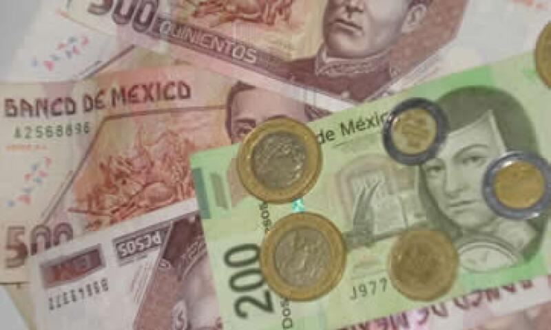 En ventanillas de bancos y casas de cambio, el peso operaba en 11.49 por dólar a la compra y en 11.89 pesos a la venta. (Foto: Karina Hernández)