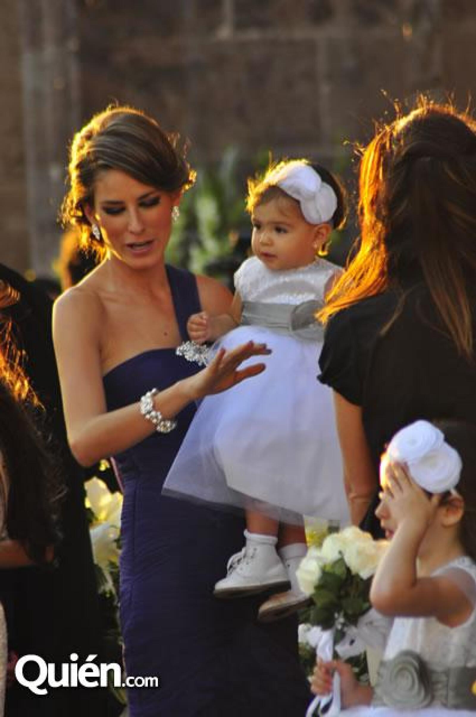 Alina Bracamontes con la pequeña Ali