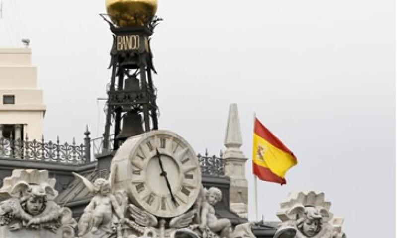 Los expertos aseguran que los bancos españoles necesitan entre 75,000 y 100,000 mde. (Foto: Reuters)