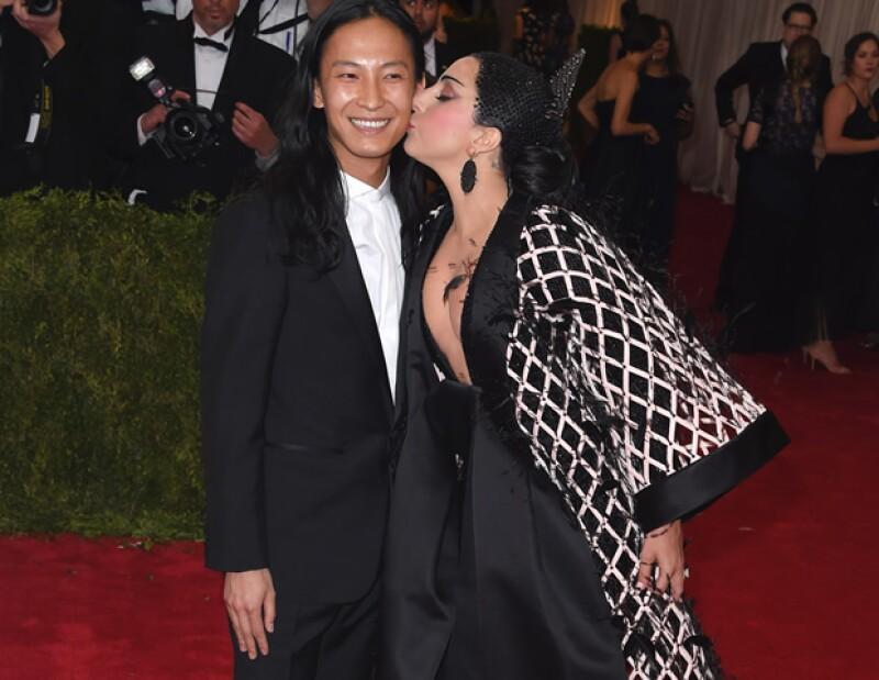 Alexander Wang es amado por celebridades como Katy Perry. Aquí, juntos en la gala del Met.