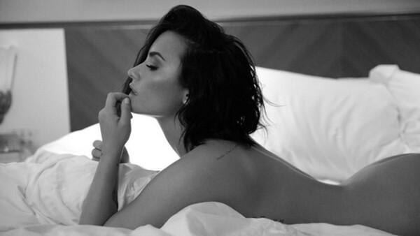 Revenge body? La cantante presume su cuerpazo en una serie de fotos para promocionar su nuevo sencillo, tras haber terminado recientemente su relación con Wilmer Valderrama.