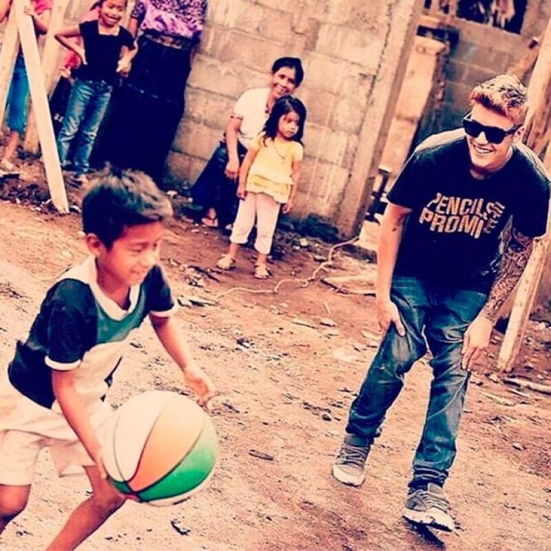 Justin Bieber también es un famoso comprometido con la infancia.