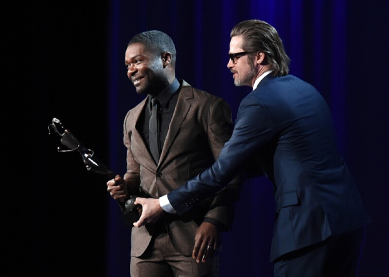 Brad Pitt entregó el premio Breakthrough Performance al actor inglés David Oyelowo, por su actuación en la película Selma.